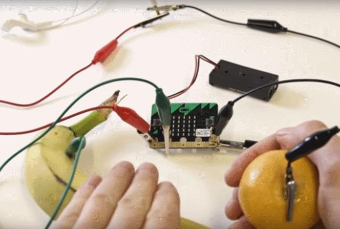 Micro:bit Basic Tutorial 9 — Banana Keyboard